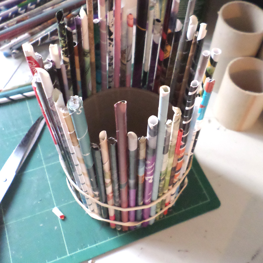 how to make a recycled magazine holder