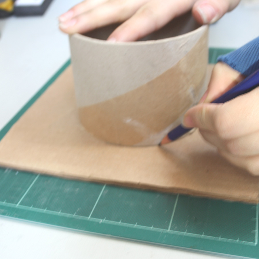 how to make a recycled magazine pencil holder